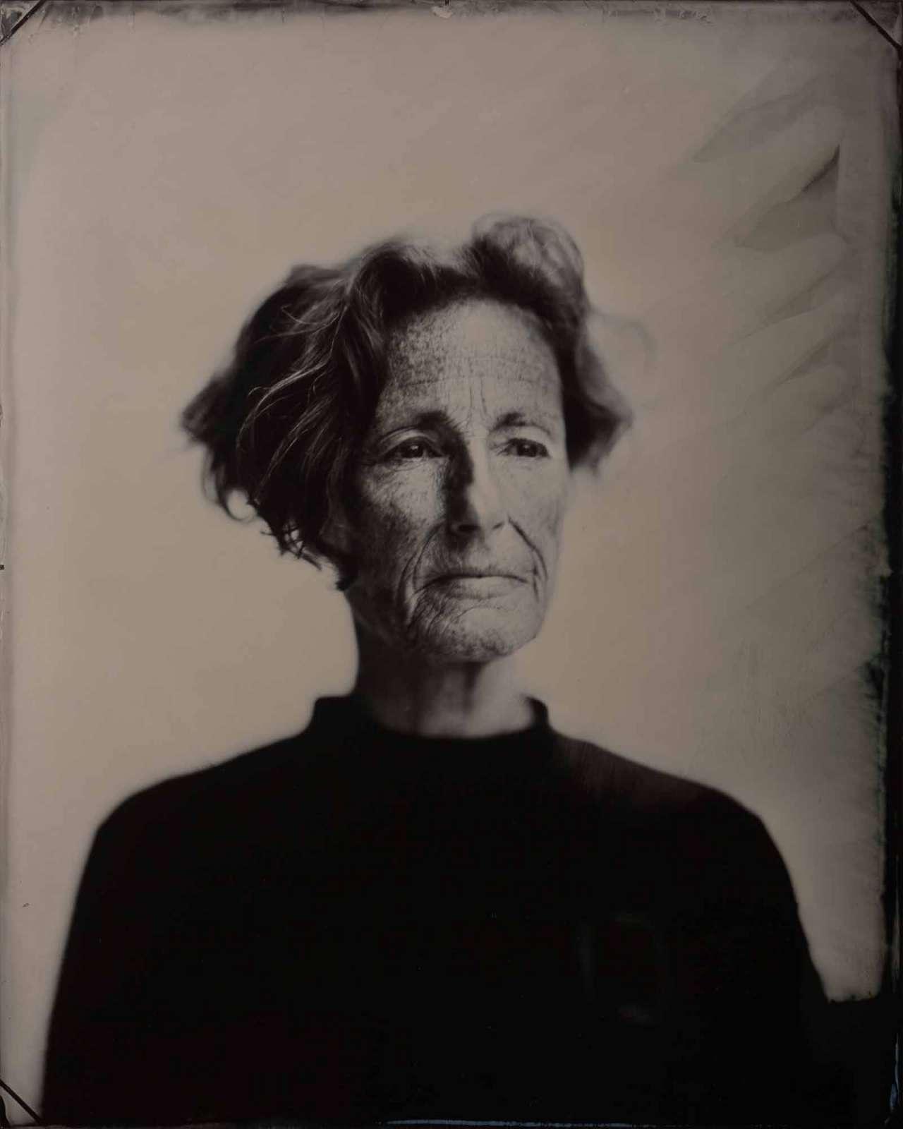 Yvonne van Leer